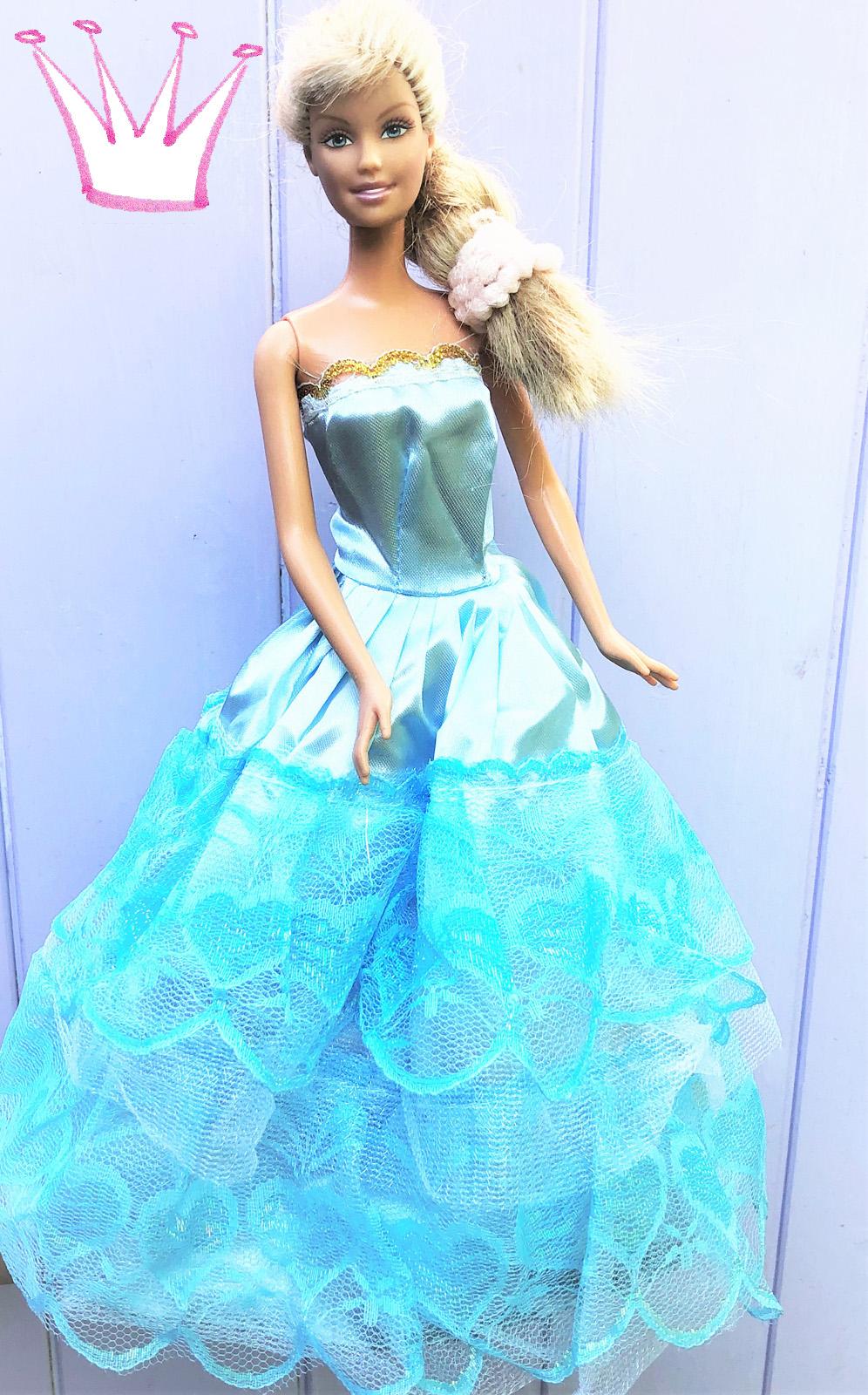 Kleider für Barbie-Prinzessinnen: hellblaues Ballkleid für